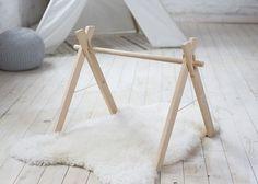 Unser Baby Spiel Gym Rahmen: ♥ Holz, Bio: aus unfertigen Erlenholz und seidig glatt werden geschliffen. ♥ NICHT giftig: frei von Chemikalien und sicher für ein Baby. ♥ STABIL: hat eine grundlegende a-Frame-Konstruktion mit einem Befestigung Seil die Stabilität zu gewährleisten,