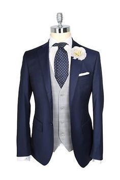 Grey waistcoat - Tuxedo - Ideas of Tuxedo - Blue suit. Wedding Tux, Wedding Attire, Navy Wedding Suits, Wedding Ideas, Groom Attire, Groom And Groomsmen, Navy Suit Groom, Suit Fashion, Mens Fashion