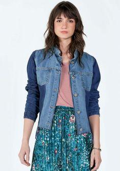 d87eab240a Jaqueta Jeans Bicolor Com Recorte Cropped - O jeans aparece de cara nova  para a estacao