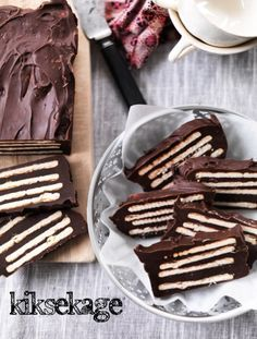 Thanks for this yummy chocolate biscuit cake recipe Easy Desserts, Delicious Desserts, Yummy Food, Denmark Food, Chocolate Biscuit Cake, Cake Recipes, Dessert Recipes, Scandinavian Food, Danish Food