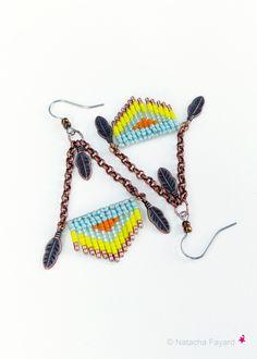 Graphique micro macrame jaune orange bleu ciel cuivre boucles d'oreilles tissées boho bohème chic plumes : Boucles d'oreille par natacha-fayard