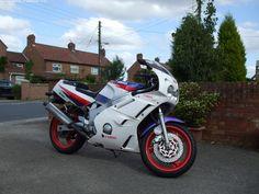 YAMAHA FZR 600 cc GENESIS - http://motorcyclesforsalex.com/yamaha-fzr-600-cc-genesis/