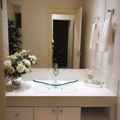 Cuba de vidro: 70 ideias para impressionar com a beleza da transparência – Tua Casa Bathroom Lighting, Mirror, Frame, Furniture, Design, Home Decor, Love, Toilet Decoration, Small Shower Room