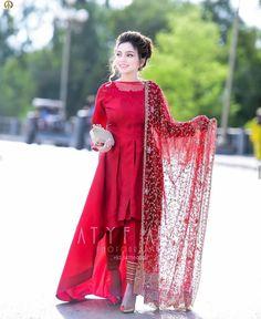 Lovely Girl Picture Source by dresses indian Walima Dress, Shadi Dresses, Indian Gowns Dresses, Dulhan Dress, Anarkali Dress, Stylish Dress Designs, Stylish Dresses For Girls, Simple Dresses, Stylish Dress Book