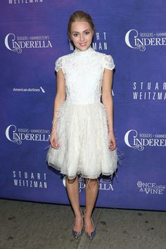 AnnaSophia Robb is taking her role as Carrie Bradshaw very seriously. This white lace and feather-bottomed minidress by Alice + Olivia is straight out of a Sex and the City episode, as are those insane shiny shoes. Stylish Dresses, Cute Dresses, Flower Girl Dresses, Formal Dresses, Wedding Dresses, Annasophia Robb, Carrie, Stuart Weitzman, Lace Dress
