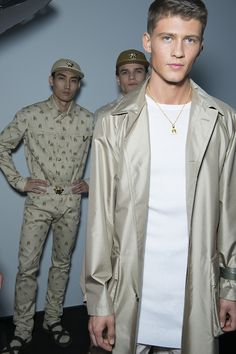 beige Backstage at Versace Menswear Spring/Summer 2016 in Milan | Vogue Paris