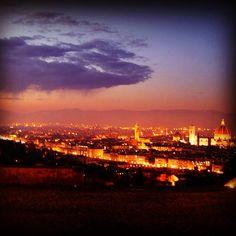 Florence by night. #Florence #Firenze #Italy #feelingyourworld #sunset #bynight #blog #europe #eurotrip #guide #ilovetravel #instagoog #instatravel #passportready #tourism #tourist #travel #traveladvice #travelblog #travelguide #travelphotography #greatshot #worlderlust #wanderlust