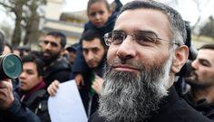 O clérigo britânico Anjem Choudary, que tem sido acusado de encorajar jovens…