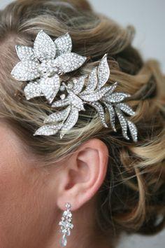 bridal brooch  www.wingaerchic.com Brooch, Bridal, Earrings, Jewelry, Fashion, Bridal Headpieces, Hairdos, Ear Rings, Moda