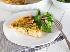 Knusprige Spargelquiche mit kleinem Blattsalat