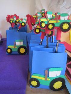 MIS COSITAS EN GOMA EVA: Cumple de tractores para lucas