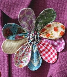 Sewing Fabric Flowers a sweet pin - Fabric Flower Pins, Fabric Flower Tutorial, Fabric Ribbon, Fabric Art, Bow Tutorial, Cloth Flowers, Felt Flowers, Diy Flowers, Paper Flowers