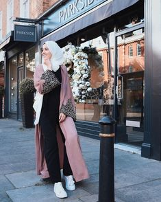 Young girls love to wear abaya too, but in a girly cute way! The young girl love to wear abaya in feminine colors such as pink, mint, neutral tones, and the Batik Fashion, Abaya Fashion, Muslim Fashion, Islamic Fashion, Casual Day Outfits, Stylish Outfits, Stylish Clothes, Hijab Dress, Hijab Outfit