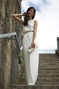 dying over this vintage maxi dress and that clutch.