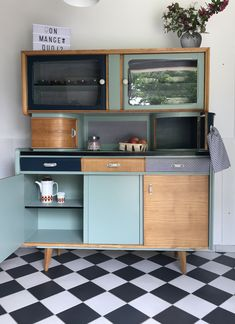 Buffet Mado Cyprien 7 The post Buffet Mado Cyprien 7 appeared first on Christin Freud. Diy Kitchen, Vintage Kitchen, Kitchen Cabinets, Retro Furniture, Painted Furniture, Wall Design, House Design, Retro Diner, Vintage Curtains