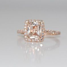 Rose gold engagement rings with peach sapphire --- i like that this ISNT a diamond. And the color is soft and not as harsh as a diamond Champagne Sapphire Rings, Peach Sapphire, Champagne Ring, Pink Champagne, Sapphire Diamond, Halo Diamond, Bling Bling, Diy Schmuck, Schmuck Design