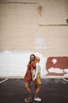 Best friends session with Forte Films and Stills Best Friend Session, Best Friends Shoot, Best Friend Poses, Friend Poses Photography, Girl Photography, Cute Friend Pictures, Friend Photos, Friendship Photoshoot, Shooting Photo