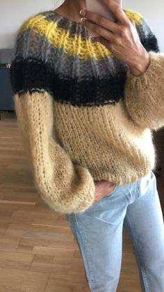 Chunkyknit mohair sweater in camel | Modelos de tejido de bufanda | #camel Knit Cardigan Pattern, Sweater Knitting Patterns, Knit Patterns, Raglan Pullover, Baby Boy Knitting, Mode Boho, Sweaters And Leggings, Mohair Sweater, Pulls