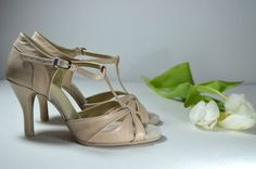 Svatební sandálky ecru - krémová, šampaň pravá kůže. Svadobné sandálky krémová - ecru pravá koža podľa návrhu klientky. Tanečné svadobné sandálky Veronique. svatební obuv, společenksá obuv, spoločenské topánky, topánky pre družičky, svadobné topánky, svadobná obuv, obuv na mieru, topánky podľa vlastného návrhu, pohodlné svatební boty, svatební lodičky, svatební boty se zdobením,topánky pre nevestu, strieborné svadobné topánky, stříbrné svatební boty Heels, Fashion, Moda, La Mode, Shoes High Heels, Fasion, Fashion Models, Heel, Trendy Fashion