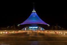 O Centro de Entretenimento Khan Shatyr, em Astana, capital do Casaquistão.  Fotografia: The Planet D.