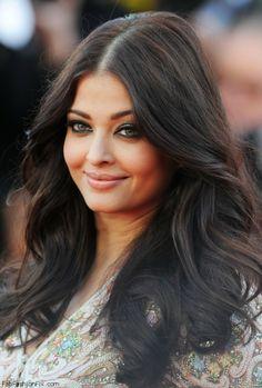Aishwarya Rai with smokey eyes and black eyeliner makeup look at 2013 Cannes Film Festival