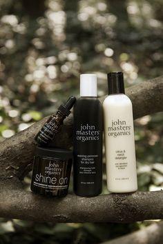 Svaki JMO šampon sadrži visoku koncentraciju organskih ekstrakata koji hrane kosu i tijekom pranja, a ujedno postižu i divan aromaterapeutski učinak.