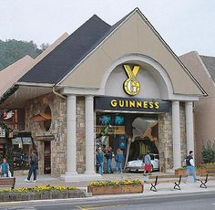 EXPERIENCE // the Guinness World Records Museum while staying in Gatlinburg, TN. #spmvacations #guinness #gatlinburg