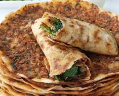 Wie man Lahmacun zu Hause macht, You are in the right place about boboli pizza recipes Here we offer you the most beautiful pictures about the pizza recipes homemade you are looking for. When you examine the Wie man Lahmacun zu Hause macht, part of … Homade Pizza Recipes, Potato Pizza Recipe, Deep Dish Pizza Recipe, Chicken Pizza Recipes, Healthy Pizza Recipes, Easy Delicious Recipes, Yummy Food, Turkish Recipes, Ethnic Recipes