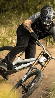 Mountain Bike Action, Mountain Biking Women, Mountain Bike Reviews, Mountain Bike Helmets, Velo Dh, Motocross, Montain Bike, Mt Bike, Downhill Bike