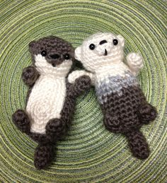"""tamigurumi: """"Otters in Love, designed and crocheted by me for Valentine's Day"""