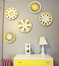 Create Whimsical Wall Art out of Dirty Old Hubcaps Recycled Art, Repurposed, Recycled Tires, Upcycled Garden, Painted Tires, Money Making Crafts, Matching Paint Colors, Garage Interior, Tyres Recycle