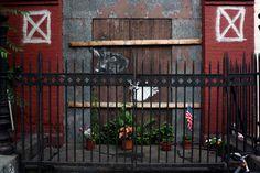 Gaia, Bunny Hands, NYC - unurth | pouliční umění