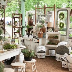 We love the Berryville fairgrounds for so many reasons. Tall mature trees, the country setting, quaint old buildings with rolling doors,… Antique Store Displays, Vintage Display, Vintage Vignettes, Antique Market, Antique Stores, Craft Booth Displays, Display Ideas, Retail Displays, Flower Shop Interiors