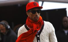 """Pharrell Williams (I love men who think """"Screw that macho b."""" & will wear a scarf when it's cold outside! Pharrell Williams, Skateboard, Hip Hop, Vogue, How To Wear Scarves, Wearing Scarves, Men Street, Celebs, Celebrities"""