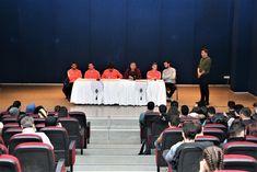 Ümraniyesporlu futbolcular Cemil Meriç Gençlik Kültür ve Eğitim Merkezi'nde düzenlenen Gündem Sohbetleri programına katıldı. Basketball Court, Wrestling, Sports, Lucha Libre, Hs Sports, Sport