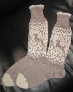 Immer wieder müssen es mal Socken sein.  Sei es, weil ein Paar verschlissen ist…                                                                                                                                                                                 Mehr