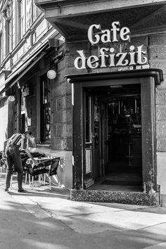 Oh Vienna . 2015 . 166 . Cafe defizit . Nicole Andermatt #Vienna #Wien #streetphotography