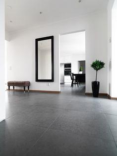 Allas älskling grå - Trender - Inspiration - Konradssons Kakel Tiled Hallway, Lake Cabins, Polished Concrete, House Entrance, Concrete Floors, Tiles, New Homes, Flooring, Living Room