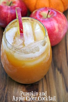 This Pumpkin and Apple Cider Cocktail Recipe tastes delicious and warms you up from the inside out!  #PinnacleCocktailClub #PinnacleVodka #ad @pinnaclevodka
