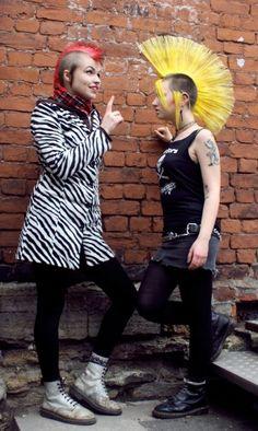 Punk Rock Girls, Extreme Hair, Riot Grrrl, Punk Goth, Punk Fashion, Hawks, Hair Inspo, Rockabilly, Steampunk