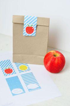 Samolepky na svačinové sáčky ke stažení a vytištění zdarma. Free printable cute school lunch bag.