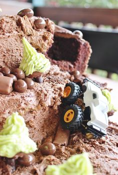 4WD cake with chocolate decorations.