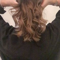 Beautiful Ombré by Hannah❤️ #byelixirwhitestylisthannah #lorealproffesional #gorgeous #curlyhair #labelmuk #toniandguy #lpeduk #ombre #balayage #beautiful #curly #blonde #brunette #elixirwhite #hairfashion #instahair #instahaircolor #majorel #warmblonde