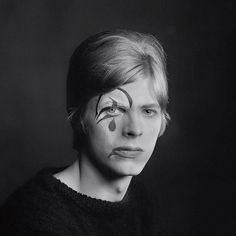 Unseen David Bowie photographs by Gerald Fearnley at Snap Galleries