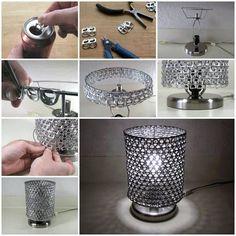 Bonita lámpara con tapas de las latas de refresco