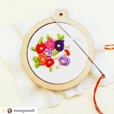 Miren la maravilla que nos envía @motognarelli  bordado hermoso en nuestros minibastidores! Nos quedan muy poquitos!  vengan por los suyos a Mall Plaza Egaña!  #GPRepost#reposter#notetag @motognarelli via @GPRepostApp ======> @motognarelli:Lindos mini bastidores!!! Gracias a @altorrelieve !!! Tiene cosas maravillosas para regalo!! Estos #minibastidores para bordar y usar como collar prendedor o como tú quieras!!! ...yo estoy bordando el mío!! #regalospersonalizados #regalosconsentido…