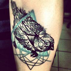 bird vs. geometric elements tattoo by Gábor Kanyuk | Spatz mit Hirn Tattoo