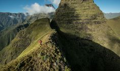 Ryan Sandes during the epic Drakensberg Grand Traverse, where he and Ryno Griesel set a new record of 41 hours, 49 minutes. Adventure Photography, Travel Info, Day Hike, European Travel, Hiking Trails, Outdoor Activities, In The Heights, Places To Go, Scenery