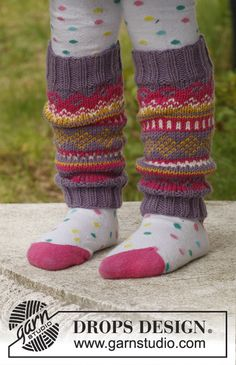 "Knitted DROPS leg warmers with pattern in ""Merino Extra Fine"". Size 3 - 12 years. ~ DROPS Design"