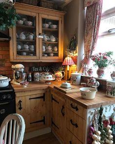 Cosy Kitchen, Small Cottage Kitchen, Kitchen Redo, Rustic Kitchen, New Kitchen, Vintage Kitchen, Kitchen Remodel, Kitchen Design, English Cottage Kitchens